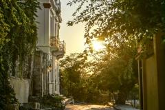 Die Sonne legt sich über die Stadt