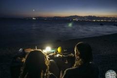 Beim Abendbrot am verlassenen Strand