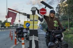 kurzer Stop beim automatischen Straßenarbeiter