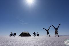 Das Meer voll Salz bietet sich optimal für allerlei Fotos an